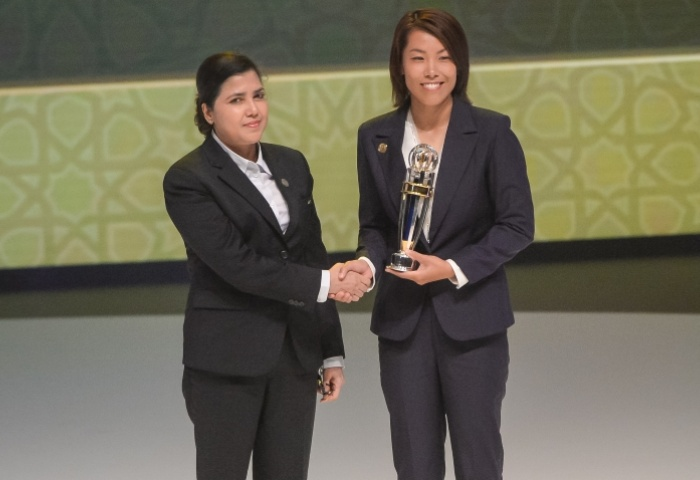 Chan Yuen-ting received the 2016 Women's Coach of the Year award (Picture: the-afc.com)